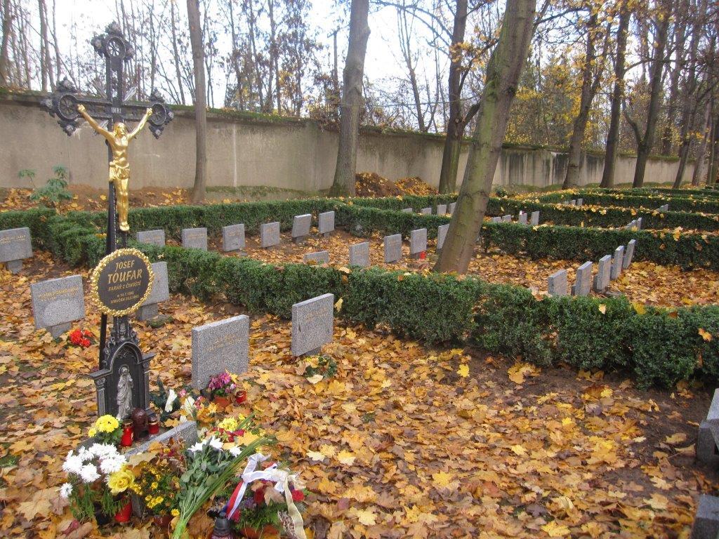 Slavnostní uložení ostatků P.Josefa Toufara v Číhošti